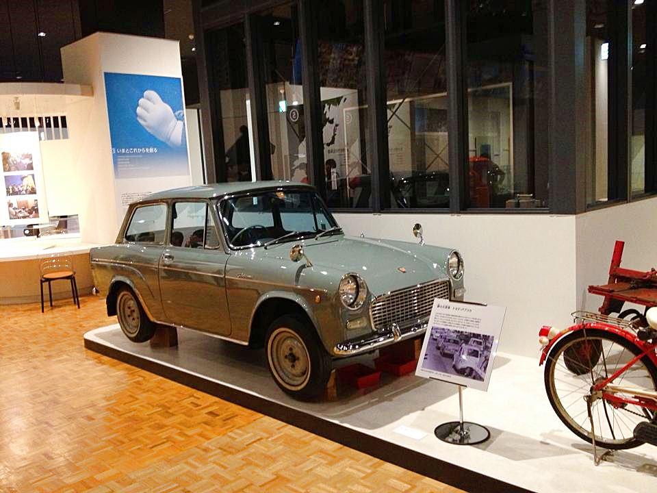 昭和のレトロなデザインの車