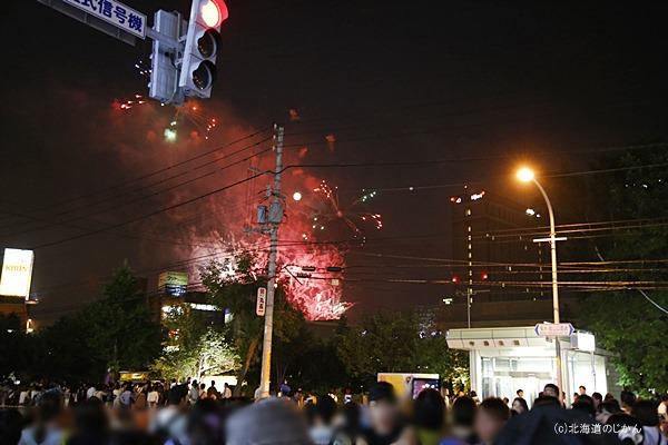 中島公園駅から見た豊平川花火大会